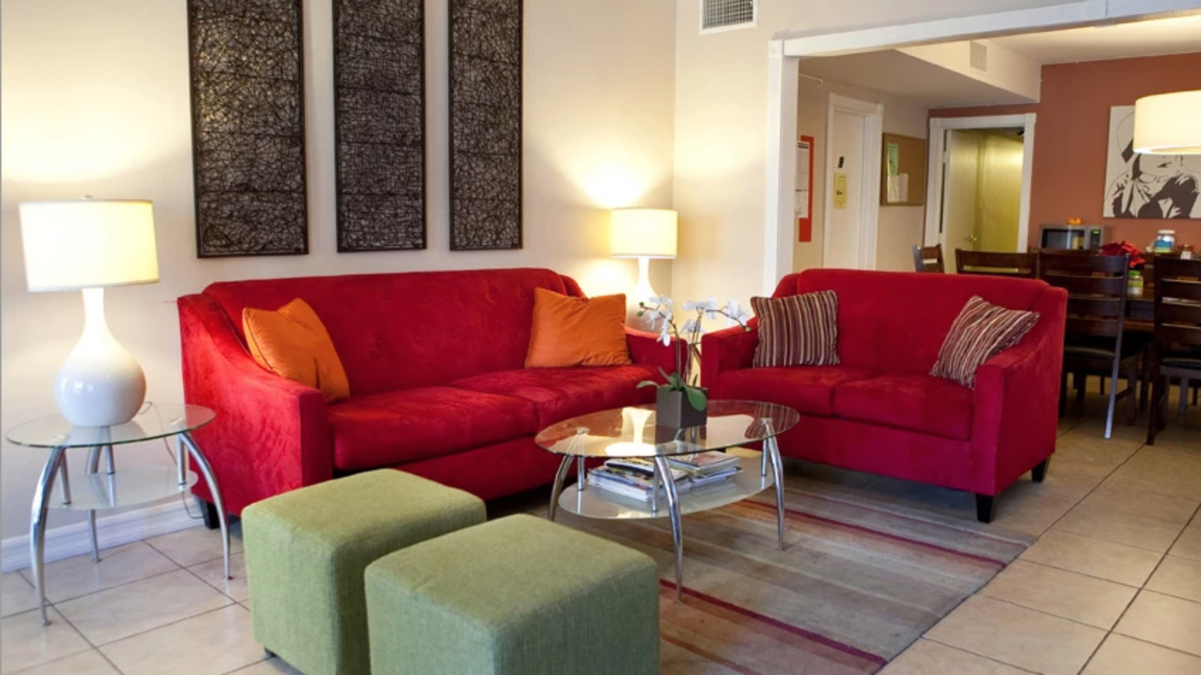 red-sofas-in-living-room