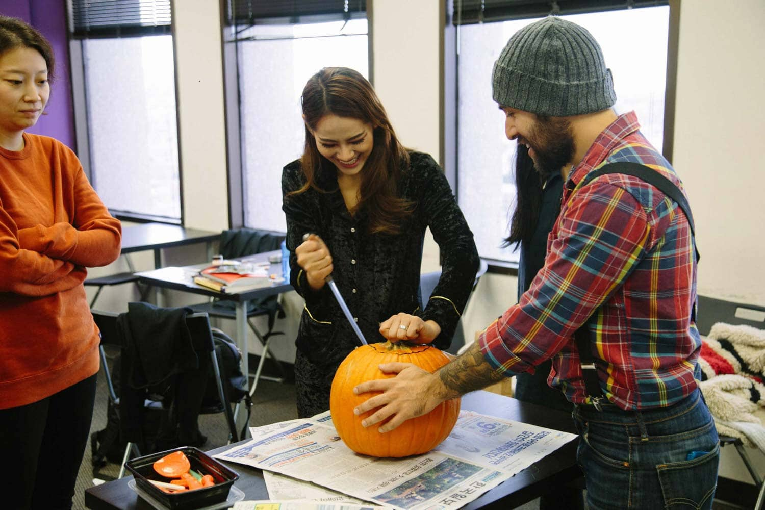 cwc-students-carving-pumpkin